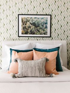 bedroom pillow styling