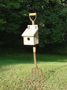 Looking for a simple DIY project for the weekend?    All you need is an old pitchfork, a primitive birdhouse, some paint, and you can build yourself a unique birdhouse for your backyard. And it's mobile so you don't have to mow around it :)    What do you think?