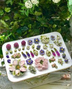 Buttercream Flower Cake, Flower Cupcakes, Flower Cake Design, Jelly Cake, Floral Cake, Sugar Flowers, Pretty Cakes, Cute Food, Mini Cakes