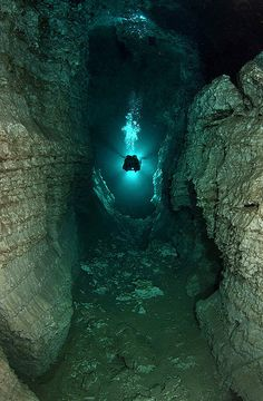 Largest Underwater Cave – Located near Kungur river, the Perm Region, Russia. Ordinskaya Cave is also the largest underwater gypsum crystal cave in the world that stretches up to 5 kilometers. Cave Diving, Scuba Diving, Fauna Marina, Underwater Caves, Underwater Photography, Snorkeling, Under The Sea, Places To See, Surfing
