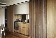 """""""Bom dia! Aliar beleza e funcionalidade é a missão principal dessa cozinha criada pela Koichi Takada Architects (@koichitakadaarchitects). Quando as portas…"""""""