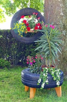 Captivating Diy Garden Decorations Ideas With Used Tires You Can Make It Easily . Captivating Diy Garden Decorations Ideas With Used Tires You Can Make It Easily 37 Tire Garden, Garden Yard Ideas, Garden Crafts, Diy Garden Decor, Lawn And Garden, Garden Projects, Garden Decorations, Rockery Garden, Pallets Garden