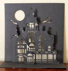 Un très chouette modèle de kirigami de maison hantée que l'on peut reproduire pour la fête d'halloween qui approche à grand pas!! Gabarit gratuit kirigami maison hantée à retrouver ici Amusez vous bien!!