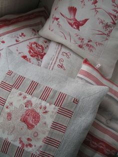 pillows made with an assortment of antique linen pieces Living Vintage – 2019 - Fabric Diy Fabric Crafts, Sewing Crafts, Sewing Projects, Sewing Ideas, Patchwork Cushion, Quilted Pillow, Red Pillows, Throw Pillows, French Pillows