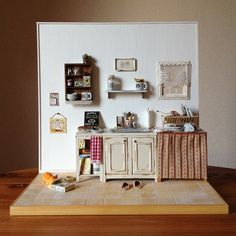 """littlecakesminiatures: My latest dollhouse """"Mommy!I'm hungry,too!"""" Such a precious little kitchen display."""