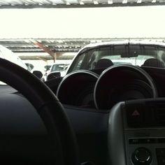 Siesta de minutos en el aparcamiento