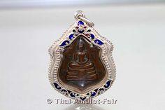 Luang Pho Sothon (Phra Phutta Sothon) Amulett von 1971 aus dem Wat Sothon Wararam Wora Viharn (umgangssprachlich Wat Phra Phutta Sothon oder Wat Luang Pho Sothon genannt), Amphoer Mueang, Changwat Chachoengsao, Thailand.
