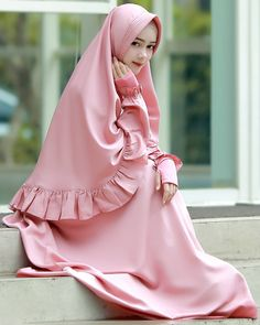 Beautiful Muslim Women, Beautiful Hijab, Niqab Fashion, Muslim Fashion, Hijab Gown, Islam Women, Islamic Girl, Abaya Designs, Islamic Clothing