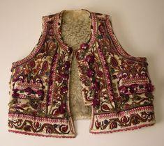 Inside a Splendid Embroidered Vest - Threads Peasant Blouse, Eye Candy, Costumes, Denim, Tank Tops, Art Google, Vests, Folk Art, Jackets