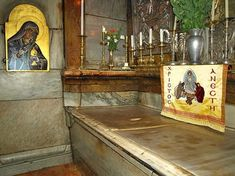 This is the actual Tomb of Christ, in Jerusalem. Jesus Burial, Church Icon, Constantine The Great, Orthodox Christianity, Churches Of Christ, Orthodox Icons, Holy Land, Place Of Worship, Places