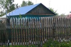Siberian Man Builds Fence With Skis