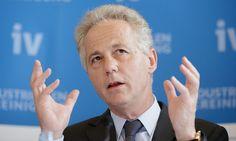 """Kapsch: 12 Stunden Arbeit """"tun niemandem weh""""  Georg Kapsch wurde als IV-Präsident wiedergewählt. Er will sich für ein flexibleres Arbeitsrecht einsetzen, mit der Verlängerung einzelner Arbeitstage """"in Richtung 12 Stunden""""."""