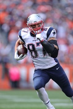 Check out our favorite photos of Patriots TE Rob Gronkowski from the 2016 season. Gronk Patriots, Patriots Fans, Football Quotes, Patriots Football, Youth Football, Messi, Nfl Photos, Rob Gronkowski, Boston Sports