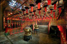 Cool neighbourhoods around the world Folk Religion, British Hong Kong, Asian Architecture, China Art, Place Of Worship, God Of War, Travel Memories, Travel Alone, Deities