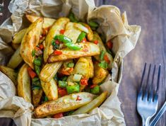 This Syn Free Lemon Chicken is the latest addition to our list of Slimming World friendly versions of your takeaway favourites. Salt And Pepper Chips, Salt And Pepper Chicken, Lemon Chicken, Slimming Eats, Slimming World Recipes, Crispy Chilli Beef, Slimming World Fakeaway, Dirty Fries, Dairy Free Diet