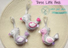 Trzy filcowe ptaszki zawieszki rękodzieło, three little felt birds handmade