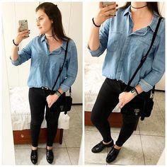 Look boyish de hoje só com cores básicas. ❤️ É uma opção legal para dias como hoje, segunda. Camisa jeans, oxford,  bolsa Proenza Schouler inspired que mostrei na foto anterior, choker com estrelinha que veio no conjunto de duas gargantilhas da C&A e também mostrei por aqui. Espero que gostem! ❤️😘 || Camisa: Riachuelo / Colar: C&A / Calça: Zara / Cinto: Forever 21 / Oxford: Schutz / Bolsa: Riachuelo #lookoftheday #ootd #outfitoftheday #lookbook #todayimwearing #comqroupaeuvou #fashion…