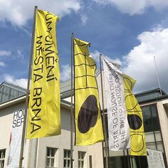 The Brno House of Arts Flags #houseofarts #thebrnohouseofarts #flags #gallery #graphicdesign #sun #anymadestudio #anymade #dumumeni #dumumenibrno