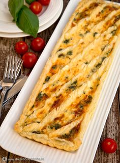 QUICHE RAPID CU SPANAC SI FETA | Diva in bucatarie Baby Food Recipes, Cooking Recipes, Quiche Lorraine, Food Platters, Feta, Zucchini, Food And Drink, Yummy Food, Vegetables
