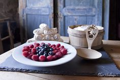 © Elise Heuberger Photographe Dessert of the Bénichon www. Meringue, Some Recipe, Creme, Meals, Fruit, Cooking, Breakfast, Desserts, Recipes