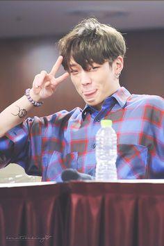 Bobby being adorkable ♡ Yg Ikon, Chanwoo Ikon, Ikon Kpop, Kim Hanbin, Bobby, Rhythm Ta, Ikon Member, Ikon Debut, Ikon Wallpaper