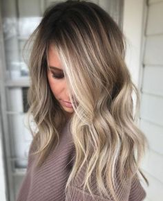 Medium ombre inspired dark brown hairstyles with golden brown balayage hair color. Delicate balayage hair color ideas for medium length hairstyles. Ash blonde balayage hair color with v cut hairstyles for fine hair. Grey Balayage, Bronde Balayage, Balayage Brunette, Hair Color Balayage, Bronde Haircolor, Natural Blonde Balayage, Balayage Hairstyle, Cool Toned Blonde Hair, Long Blonde Curly Hair