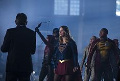 Dominic Purcell, David Ramsey, Willa Holland, Caity Lotz, Melissa Benoist, and Franz Drameh in The Flash (2014)