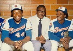 Hank Aaron, Satchel Paige, Ralph Garr Hall of Fame Game 1974. Falcons Football, Braves Baseball, Sports Baseball, Mlb Players, Baseball Players, Hall Of Fame Game, Hank Aaron, Willie Mays, Baseball Photos