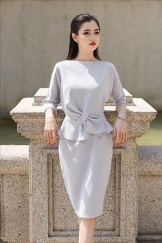 Set bộ công sở áo và chân váy Hijab Fashion, Girl Fashion, Fashion Dresses, Womens Fashion, Dress Design Patterns, Royal Clothing, Mode Hijab, Vintage Style Dresses, Autumn Fashion