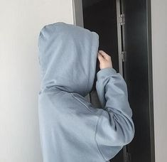 You would see me in a hoodie often, I dislike my body. Light Blue Aesthetic, Aesthetic Colors, Korean Aesthetic, Everything Is Blue, Pastel Blue, Up Girl, Ulzzang Girl, Ulzzang Style, Baby Blue