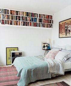 Some interesting small bedroom storage solutions just for you. Use these small bedroom storage ideas to store your stuff. Small Space Storage, Storage Spaces, Extra Storage, Storage For Books, Bedroom Storage Ideas For Small Spaces, Tiny Bedroom Storage, Furniture For Small Bedrooms, Decorating Small Bedrooms, Space Saving Shelves