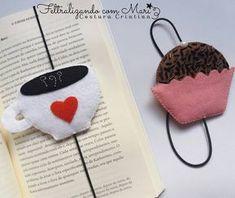 Domingo..aquele dia perfeito para descançar, colocar a leitura em dia, acompanhada de um café e um docinho pra dar uma energia. ☕ #Feltro #Felt #Costurinhas #brigadeiro #cafe #coffee #leitura #book #livro #candy #handmade #feitoamao Kids Crafts, Cup Crafts, Felt Crafts, Fabric Crafts, Diy And Crafts, Ideas Emprendedoras, Felt Bookmark, Sewing Machine Projects, Felt Books