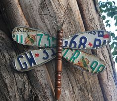 Here is how to make a dragonfly from discarded materials. This dragonfly is made from old license plates, chair leg and old keys. You can even use an old hammer handle for the body. We used a plas… License Plate Crafts, Old License Plates, License Plate Art, Licence Plates, License Plate Ideas, Garden Crafts, Garden Projects, Garden Ideas, Garden Fun