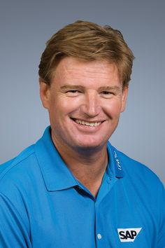 Ernie Els (13) Majors total : U.S Open (1994,1997) British Open (2002,2012) South Africa Open (1992,1996,1998,2006,2010) South Africa PGA (1992,1995,1999) South Africa Masters (1992) Currently the 7th best record worldwide.