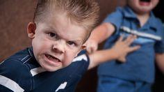 """Alle Eltern wollen am liebsten brave Kinder. Negative Gefühle wie Wut haben in dieser Ideal-Welt oft keinen Platz. Dagegen wendet sich der dänische Familientherapeut Jesper Juul in seinem Buch """"Aggression. Warum sie für uns und unsere Kinder notwe..."""