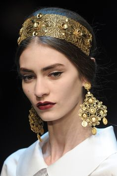View the Dolce & Gabbana Fall 2013 RTW show. See photos and get The Cut's perspective on the Dolce & Gabbana RTW collection Dolce & Gabbana, Dolce And Gabbana Makeup, Dolce And Gabbana Earrings, Fashion Accessories, Fashion Jewelry, Hair Accessories, Fashion Sandals, Estilo Real, Tiaras And Crowns