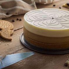 Te traemos una receta de repostería ideal para la hora del postre u ocasiones especiales: una suave tarta de café y chocolate blanco. ¡Insuperable!