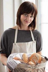 Lenka Mančíková pečenie s kváskom Food Hacks, Food And Drink, Cooking Recipes, Snacks, Meals, Baking, Hampers, Bon Appetit, Brot