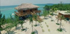 Жить на островах в Карибском море мечтают многие миллионеры. Однако Airbnb недавно порадовал уникальным предложением – собственный остров здесь можно арендовать точно так же, как и обычную квартиру. Причем обойдется это менее чем в… одну тысячу долларов. #Белиз #Little_Peter_Oasis  #отдых