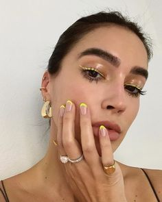 10 Ultimate Summer Makeup Trends That Are Hotter Than The Summer Days Makeup Trends, Nail Trends, Makeup Inspo, Makeup Ideas, Skin Makeup, Beauty Makeup, Glam Makeup, Makeup Style, Beauty Tips