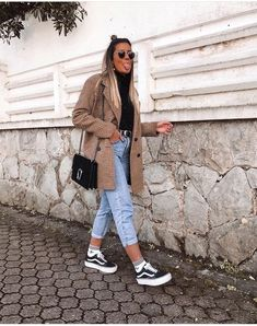 31 Trendy and Casual Outfits with Vans - Fancy Ideas about Everything Winter Fashion Outfits, Fall Winter Outfits, Look Fashion, Vans Fashion, Skull Fashion, Lolita Fashion, Fashion Boots, Street Fashion, Fashion Dresses