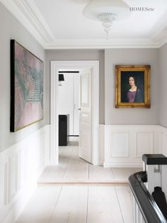 Billede på køkkenvæg over stol/frasætningsbord ... Cornforth white FB Wimborne white panelling