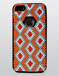 Xhosa-inspired beadwork iPhone case by Vukile Batyi and Laduma Ngxokolo. Bead Loom Patterns, Beading Patterns, Coque Smartphone, Tumblr Pattern, Pattern Quotes, African Crafts, African Fashion Designers, Loom Beading, Bead Weaving