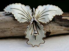 Aksel Holmsen. Brosje/anheng i sterling sølv, med emalje. Vintage