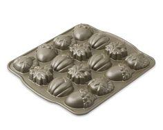 #WilliamsSonoma - Autumn cakelet pan. $24.95