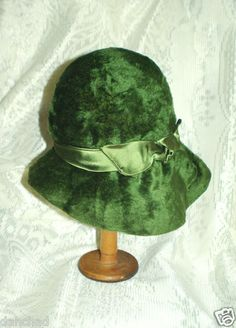 1e06111535e VVintage Women SOFT GREEN HAT FUR   FELT CHRISTIAN DIOR CHAPEAUX PARIS NEW-YORK  Vintage