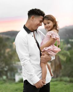 Everything We Know About Austin Mcbroom Cute Family, Family Goals, The Ace Family Youtube, Ace Family Wallpaper, Austin And Catherine, Daddy Daughter Photos, Kylie Jenner Workout, Fiesta Outfit, Cute Baby Pictures