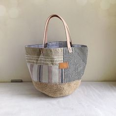Creative Bag, Crochet Shell Stitch, Quilted Bag, Handmade Bags, Straw Bag, Purses And Bags, Creations, Pouch, Handbags