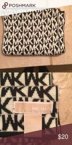 Michael Kors Scarf Really cute, great condition scarf! MICHAEL Michael Kors Accessories Scarves & Wraps