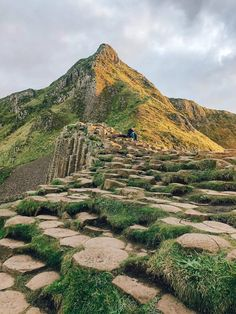 The Giant's Causeway is located on the North Coast of Northern Ireland. Take a day trip from Belfast, Londonderry or Dublin. Read the Ultimate Guide to planning your trip to the Giant's Causeway, things to do, top tips, where to stay, how to get to Giant's Causeway, how much it costs, visiting for free and much more. #northernireland #giantscauseway   Day trip from Belfast   Day trip from Dublin   Things to do at the Giant's Causeway   Visiting the Giant